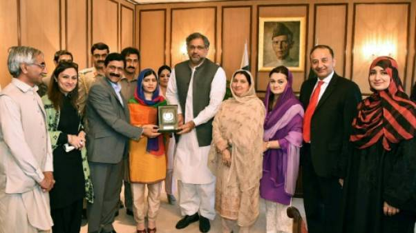 Les larmes de Malala, prix de Nobel de la Paix, enfin de retour au Pakistan