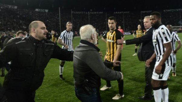Grèce: le patron pistolero du PAOK interdit de stade pour 3 ans