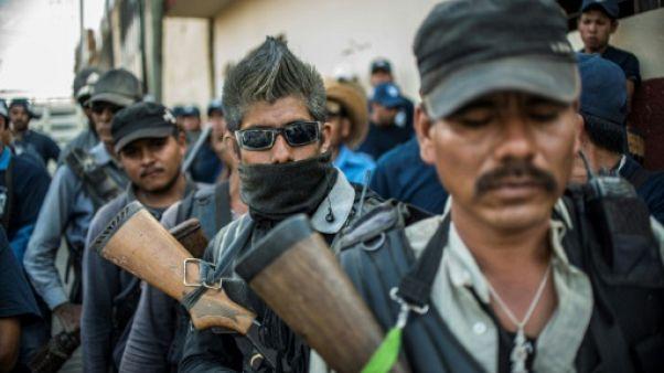 """""""Ni soumis, ni humilié"""": les membres des polices communautaires du sud du Mexique"""