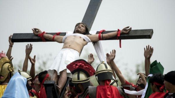 Sanglants crucifiements du Vendredi Saint aux Philippines