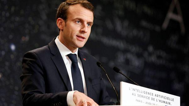 استطلاعان: معظم الفرنسيين يريدون من ماكرون شن حملة على المتطرفين