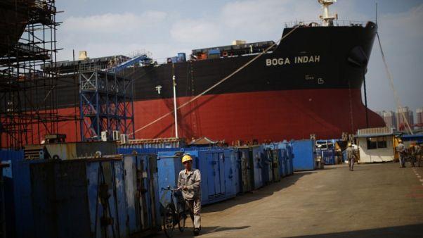 بلومبرج: الصين تعطي الضوء الأخضر لاندماج شركتين لبناء السفن