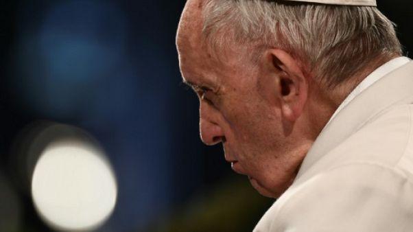 """Le pape exprime sa honte de laisser aux jeunes """"un monde fracturé"""""""
