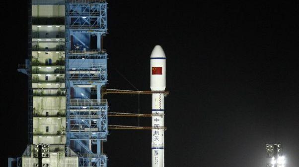الصين تستبعد سقوط قطع كبيرة من حطام محطة فضائية على الأرض