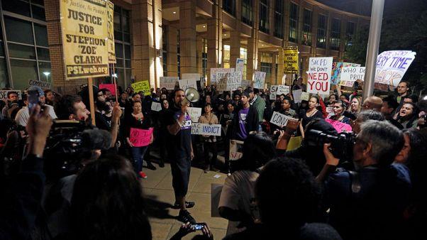 احتجاجات في كاليفورنيا بعد مقتل أمريكي أسود أعزل برصاص الشرطة