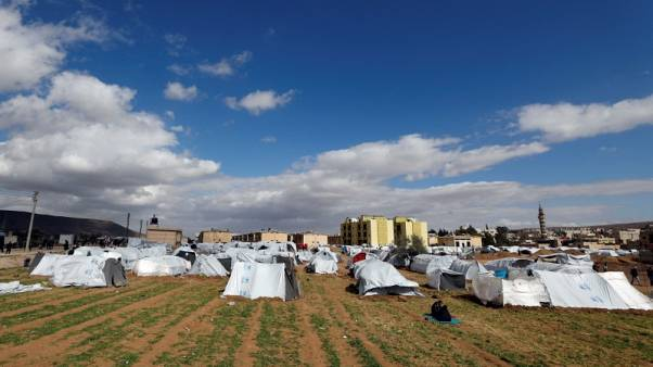 أم سورية تتمنى التئام شمل أسرتها بعد أن شتتها الصراع