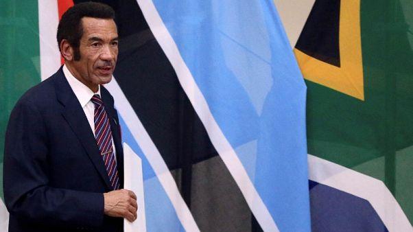 رئيس بوتسوانا يتنحى بعد عشر سنوات في الحكم