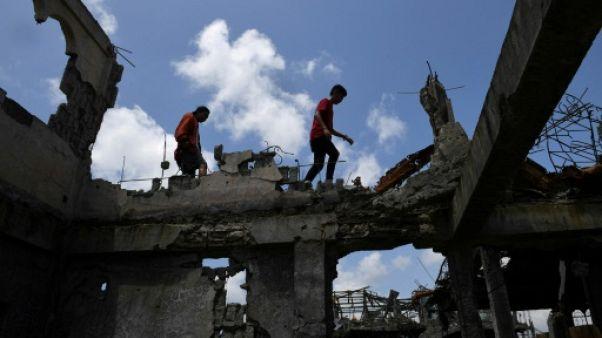 Attaque jihadiste aux Philippines: les habitants de Marawi reviennent dans les ruines