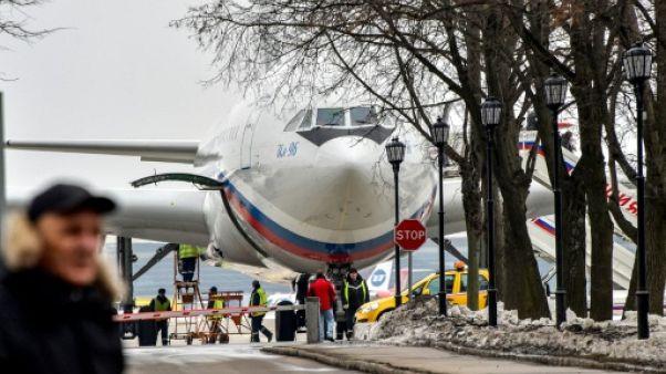 Moscou accueille ses diplomates expulsés et met en garde contre les voyages en Grande-Bretagne
