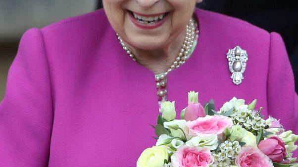 إليزابيث ملكة بريطانيا تحضر قداس عيد القيامة في قلعة وندسور