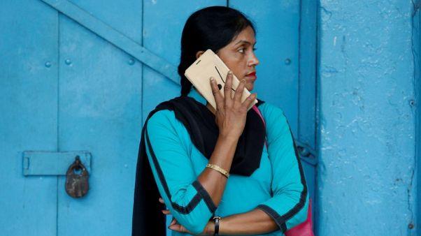 الهند تفرض ضريبة 10% على واردات المكونات الرئيسية للهواتف الذكية