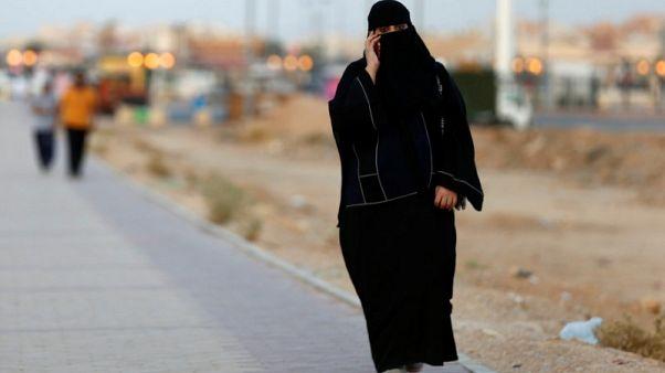 السعودية تعاقب من يتجسسون على هواتف شركاء حياتهم بالسجن