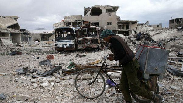 المرصد والتلفزيون السوري: جيش الإسلام يفرج عن 5 أسرى بالغوطة الشرقية
