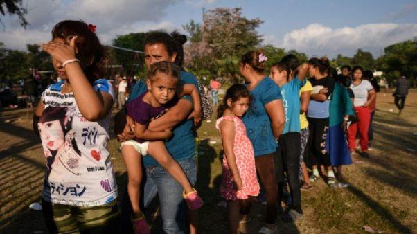 """Caravane au Mexique: des familles en quête d'une """"vie meilleure"""""""