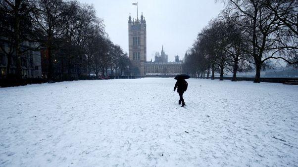 ماركت: تباطؤ نمو قطاع الخدمات البريطاني في مارس تحت وطأة الثلوج
