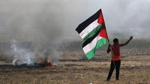 مقتل فلسطيني بنيران إسرائيلية على حدود غزة مع استمرار احتجاجات