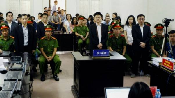 Lourdes peines de prison pour six dissidents au Vietnam