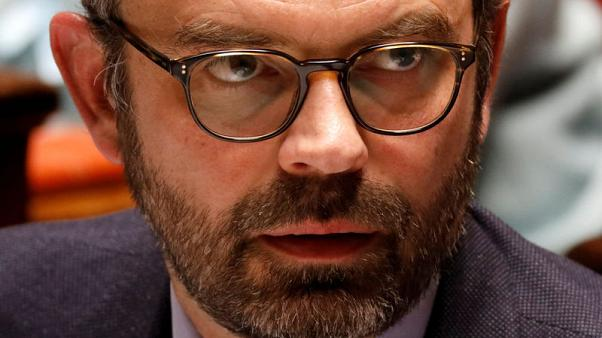 رئيس وزراء فرنسا يتشدد في إصلاح السكك الحديدية واتحادات عمالية تتهمه بالصلف