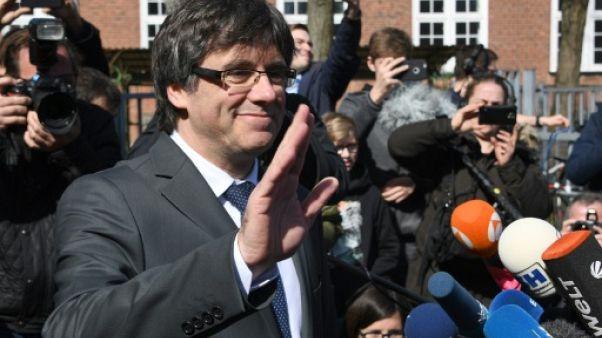 """Allemagne : Puigdemont, sorti de prison, veut """"dialoguer"""" avec Madrid"""