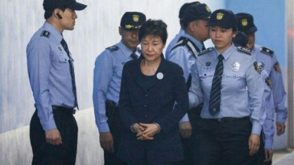 Corée du Sud: Park Geun-Hye, des allées du pouvoir à la prison