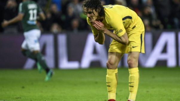Ligue 1: le PSG, malmené, arrache le nul 1-1 grâce à un but contre son camp de Debuchy