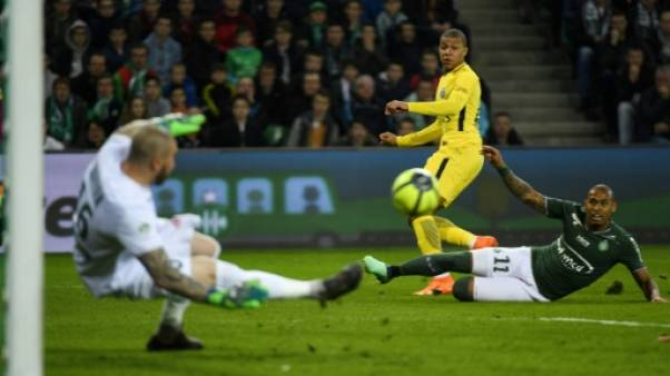 Ligue 1: Paris s'en tire à bon compte à Saint-Etienne