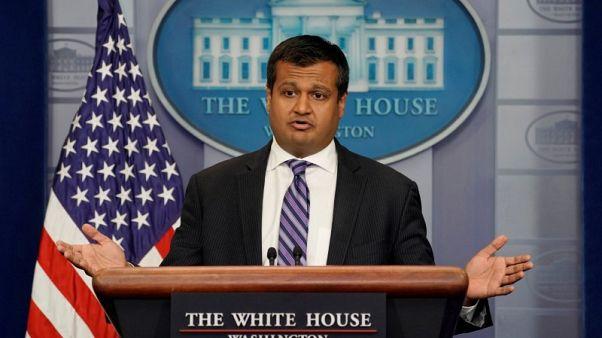 بنس يعلن تقديم 16 مليون دولار للمهاجرين الفنزويلين