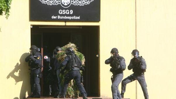 الشرطة الألمانية تداهم منازل يمينيين متهمين بالتطرف
