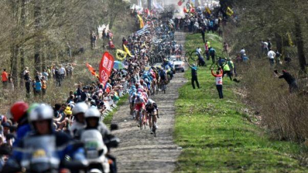 Paris-Roubaix: le Belge Michael Goolaerts dans un état grave après une chute