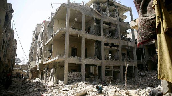 مقاتلو المعارضة السورية يغادرون دوما بعد حملة عسكرية استمرت أسابيع