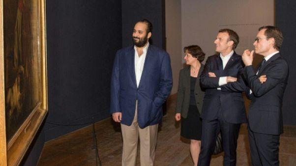 """Quand Macron fait visiter le Louvre et sa """"Liberté guidant le peuple"""" au prince héritier saoudien"""