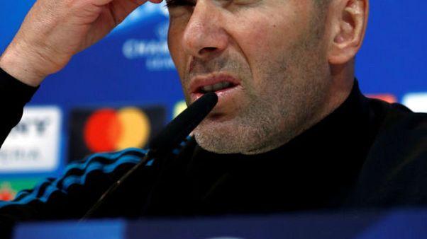 زيدان عاجز عن تفسير التفاوت بين مستوى ريال مدريد أوروبيا ومحليا