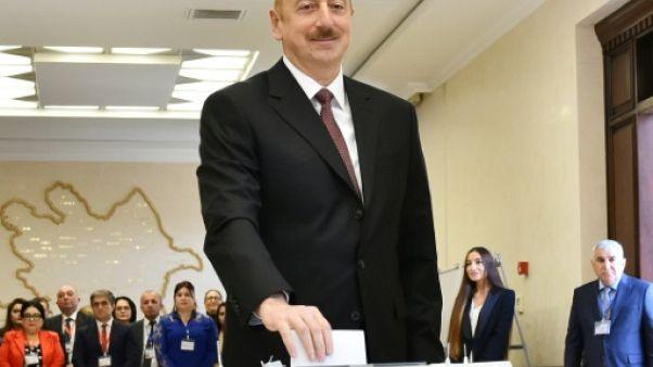 """Azerbaïdjan: la réélection du président Aliev émaillée de """"graves irrégularités"""" selon l'OSCE"""