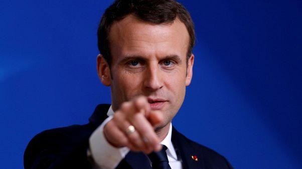 ماكرون: فرنسا لم تقرر بعد ما إذا كانت ستضرب سوريا