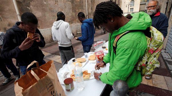 محكمة: يمكن للاجئين القصر في الاتحاد الأوروبي طلب لم شملهم بعائلاتهم