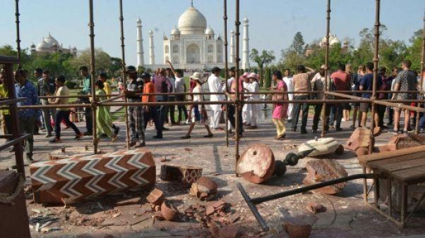 Une tempête fait s'effondrer deux piliers à l'entrée du Taj Mahal
