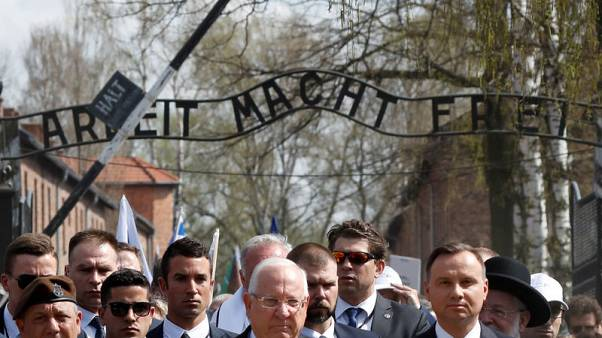 رئيسا بولندا وإسرائيل في مسيرة إلى معسكر اعتقال أوشفيتز