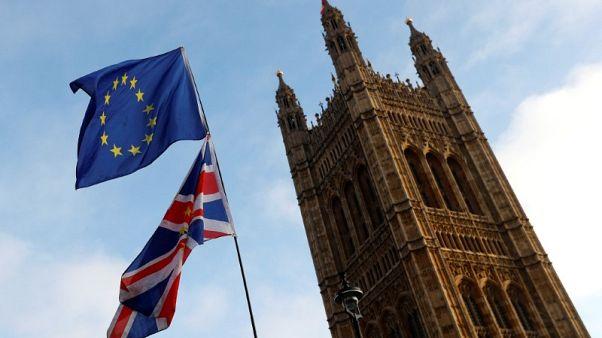 الاتحاد الأوروبي وبريطانيا يبدأن الأسبوع القادم محادثات تجارية