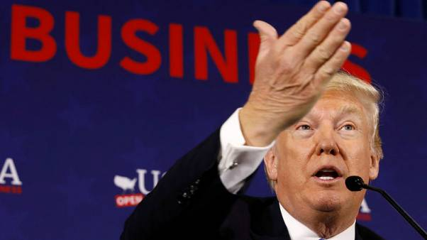 """ترامب يبحث الخيارات بشأن سوريا وروسيا """"لا تستبعد"""" الحرب"""