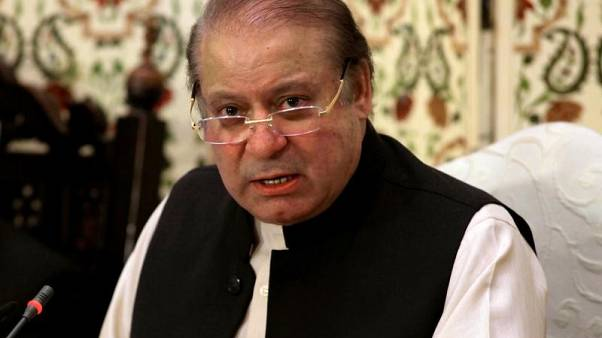 منع رئيس وزراء باكستان السابق من شغل أي منصب رسمي مدى الحياة