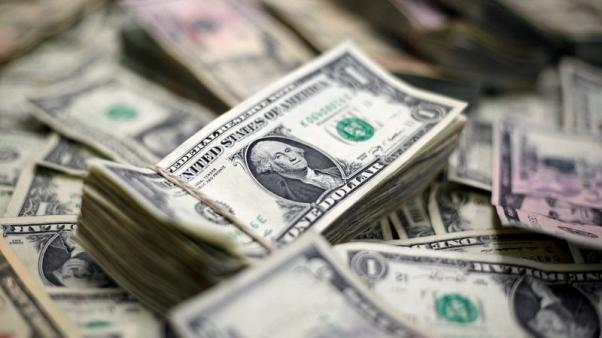 الدولار الآخذ في الصعود يحقق مكاسب للأسبوع الرابع على التوالي