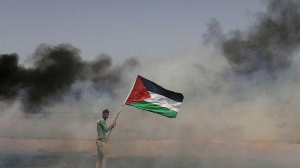 آلاف الفلسطينيين يحتجون على الحدود بين غزة وإسرائيل وسقوط قتيل