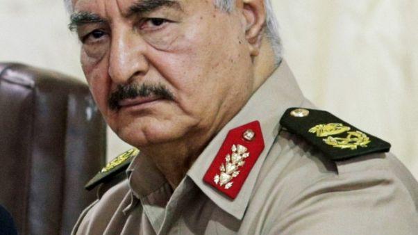 متحدث: القائد العسكري الليبي حفتر يتلقى العلاج في باريس