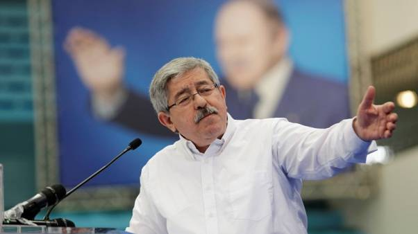 رئيس الوزراء: الجزائر تأسف للضربات الجوية الغربية ضد سوريا