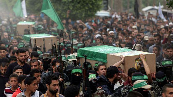 بيان: القوات الإسرائيلية تقتل فلسطينيين حاولا العبور من قطاع غزة