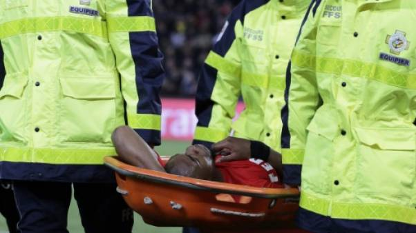 PSG-Monaco: Sidibé sort sur une civière à deux mois du Mondial