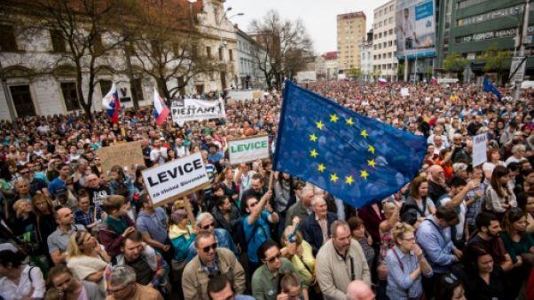 Slovaquie : nouvelle manifestation pour demander le départ du chef de la police