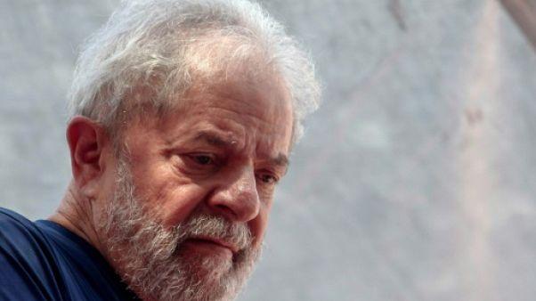 """Brésil: """"Je suis serein mais indigné"""" écrit Lula de sa prison"""