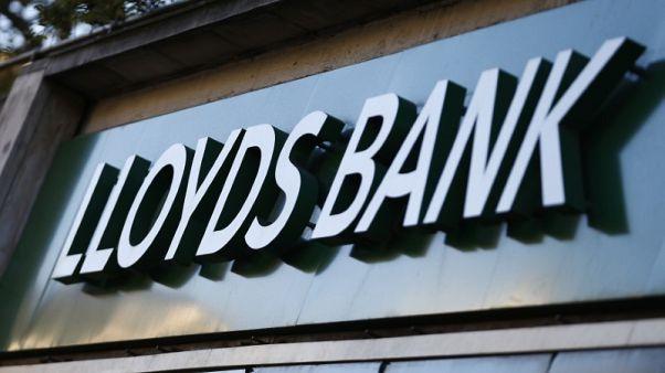 بنك لويدز يستغنى عن 305 وظائف ويغلق 49 فرعا في بريطانيا