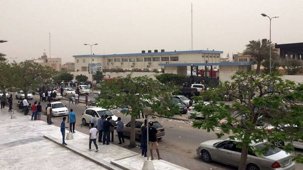 مقتل 12 في هجوم انتحاري على مقر مفوضية الانتخابات في ليبيا